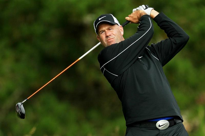 PEBBLE BEACH, CA - JUNE 17:  Stewart Cink watches his tee shot on the second hole during the first round of the 110th U.S. Open at Pebble Beach Golf Links on June 17, 2010 in Pebble Beach, California.  (Photo by Jeff Gross/Getty Images)