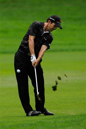 FARMINGDALE, NY - JUNE 21:  Mike Weir of Canada hits a shot on the second hole during the continuation of the third round of the 109th U.S. Open on the Black Course at Bethpage State Park on June 21, 2009 in Farmingdale, New York.  (Photo by Sam Greenwood/Getty Images)