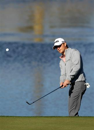 MARANA, AZ - FEBRUARY 23:  Heath Slocum chips to the third hole during the first round of the Accenture Match Play Championship at the Ritz-Carlton Golf Club on February 23, 2011 in Marana, Arizona.  (Photo by Sam Greenwood/Getty Images)