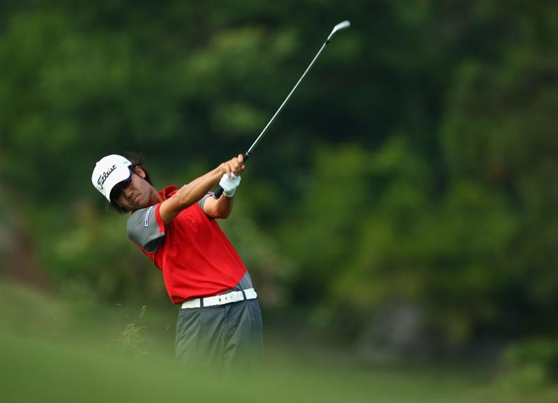PONTE VEDRA BEACH, FL - MAY 10:  Kevin Na plays his second shot on the 14th hole during the final round of THE PLAYERS Championship on THE PLAYERS Stadium Course at TPC Sawgrass on May 10, 2009 in Ponte Vedra Beach, Florida.  (Photo by Richard Heathcote/Getty Images)
