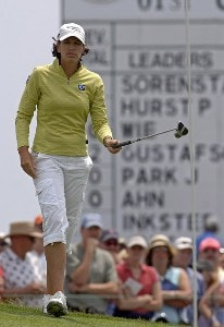 Julie Inkster chips on the 18th green  during the third round  at Newport Country Club, site of the 2006 U. S. Women's Open in Newport, Rhode Island, July 2.Photo by Al Messerschmidt/WireImage.com