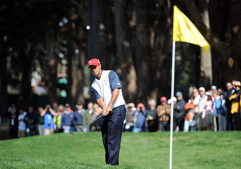 SAN FRANCISCO - OCTOBER 09:  Tiger Woods of the USA Team chips to the third green during the Day Two Fourball Matches of The Presidents Cup at Harding Park Golf Course on October 9, 2009 in San Francisco, California.  (Photo by Harry How/Getty Images)