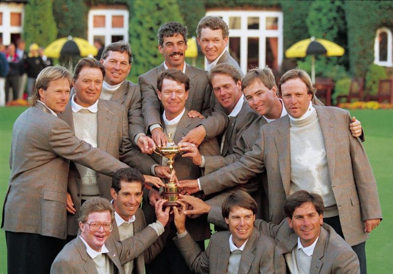 27 Sep 1993:  The USA team pose with the Ryder Cup Trophy after beating the European team in the Ryder Cup at the Belfry in Sutton Coldfield in England. \ Mandatory Credit: David Cannon /Allsport