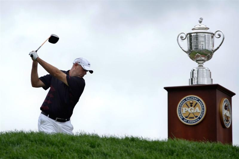 CHASKA, MN - AUGUST 16:  Stewart Cink hits his tee shot alongside the Wanamaker Trophy on the first hole during the final round of the 91st PGA Championship at Hazeltine National Golf Club on August 16, 2009 in Chaska, Minnesota.  (Photo by Jamie Squire/Getty Images)