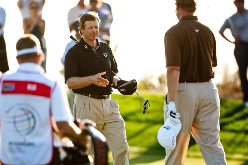 MARANA, AZ - FEBRUARY 18: Retrief Goosen (L) of South Africa shakes hands after defeating Ernie Els on the second playoff hole during round two of the Accenture Match Play Championship at the Ritz-Carlton Golf Club on February 18, 2010 in Marana, Arizona. (Photo by Darren Carroll/Getty Images)