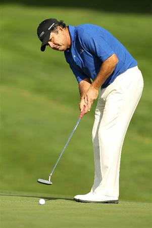 SAN FRANCISCO - NOVEMBER 05:  David Frost putts on the 13th hole during round 2 of the Charles Schwab Cup Championship at Harding Park Golf Course on November 5, 2010 in San Francisco, California.  (Photo by Ezra Shaw/Getty Images)