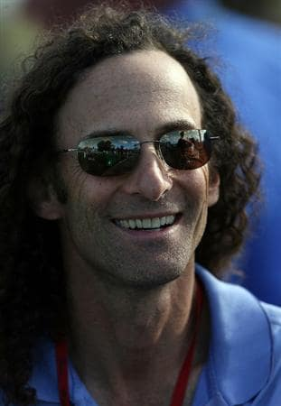 PALM BEACH GARDENS, FL - MARCH 06:  Musician Kenny G takes in the second round of The Honda Classic at PGA National Resort and Spa on March 6, 2009 in Palm Beach Gardens, Florida.  (Photo by Doug Benc/Getty Images)