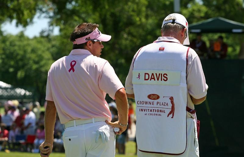 FT. WORTH, TX - MAY 30: Brian Davis wears pink to show the PGA's support for Amy Mickelson and breast cancer research during the third round of the Crowne Plaza Invitational at Colonial Country Club on May 30, 2009 in Ft. Worth, Texas. (Photo by Hunter Martin/Getty Images)