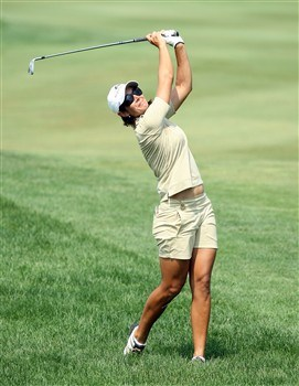 HAVRE DE GRACE, MD - JUNE 05: Laura Diaz of the U.S. hits her second shot to the 1st hole during the first round of the 2008 McDonald's LPGA Championship held at Bulle Rock Golf Course, on June 5, 2008 in Havre de Grace, Maryland. (Photo by David Cannon/Getty Images)