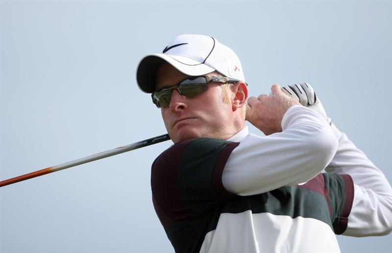 ST ANDREWS, SCOTLAND - OCTOBER 05:  Simon Dyson of England plays off the sixth tee during the final round of The Alfred Dunhill Links Championship at The Old Course on October 5, 2009 in St.Andrews, Scotland. (Photo by Andrew Redington/Getty Images)