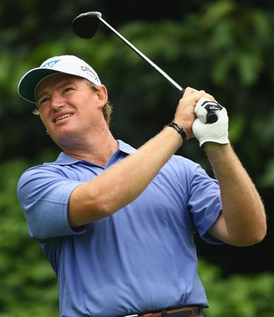 SINGAPORE - NOVEMBER 13:  Ernie Els of South Africa in action during the first round of the Barclays Singapore Open at Sentosa Golf Club on November 13, 2008 in Singapore.  (Photo by Ian Walton/Getty Images)