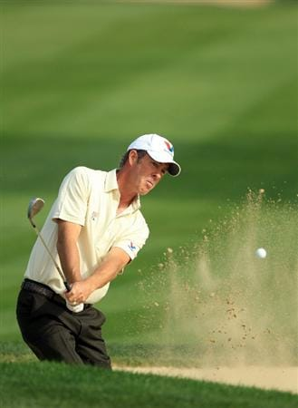 DUBAI, UNITED ARAB EMIRATES - FEBRUARY 11:  Richard Green of Australia plays his third shot at the 14th hole during the second round of the 2011 Omega Dubai Desert Classic on the Majilis Course at the Emirates Golf Club on February 11, 2011 in Dubai, United Arab Emirates.  (Photo by David Cannon/Getty Images)