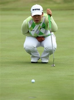 SUNNINGDALE, UNITED KINGDOM - JULY 31:  Ji-Yai Shin of South Korea lines up a birdie putt at the 17th hole during the first round of the 2008  Ricoh Women's British Open Championship held on the Old Course at Sunningdale Golf Club, on July 31, 2008 in Sunningdale, England.  (Photo by David Cannon/Getty Images)