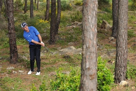 CASCAIS, PORTUGAL - APRIL 05:  Alastair Forsyth of Scotland plays his chip shot on the 17th hole during the third round of The Estoril Open de Portugal The Oitavos Dunes Golf Course on April 5, 2008 in Cascais, Portugal.  (Photo by Stuart Franklin/Getty Images)