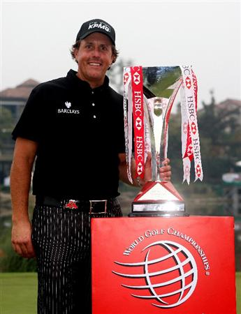 SHANGHAI, CHINA - NOVEMBER 08:  Phil Mickelson of the USA poses with the trophy after his one-stroke victory at the WGC-HSBC Champions at Sheshan International Golf Club on November 8, 2009 in Shanghai, China.  (Photo by Andrew Redington/Getty Images)