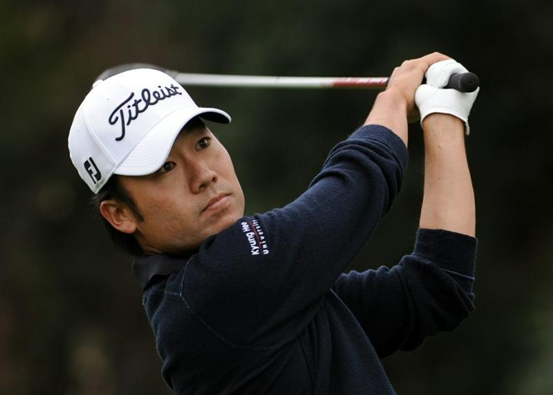 PACIFIC PALISADES, CA - FEBRUARY 19:  Kevin Na reacts hits a tee shot on the 17th hole during the third round of the Northern Trust Open at the Riviera Contry Club on February 19, 2011 in Pacific Palisades, California.  (Photo by Harry How/Getty Images)