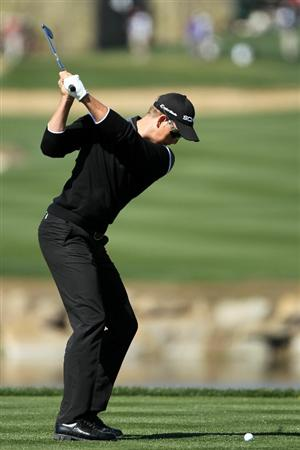 MARANA, AZ - FEBRUARY 23:  Henrik Stenson of Sweden hits his tee shot on the fourth hole during the first round of the Accenture Match Play Championship at the Ritz-Carlton Golf Club on February 23, 2011 in Marana, Arizona.  (Photo by Andy Lyons/Getty Images)