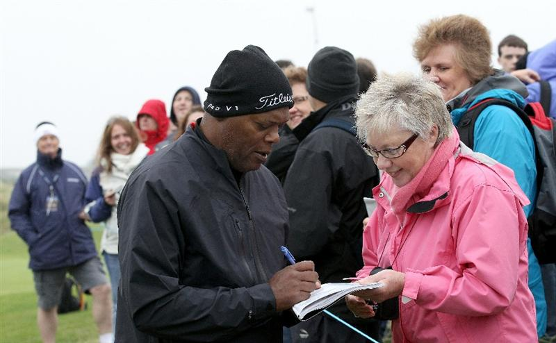 CARNOUSTIE, SCOTLAND - OCTOBER 09:  Hollywood actor Samuel L Jackson signs autographs for the spectators during the third round of The Alfred Dunhill Links Championship at the Carnoustie Golf Links on October 9, 2010 in Carnoustie, Scotland.  (Photo by David Cannon/Getty Images)