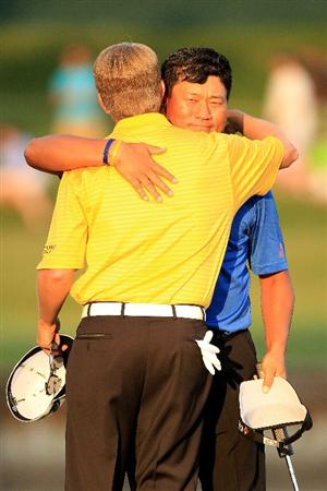 PONTE VEDRA BEACH, FL - MAY 15:  K.J. Choi of South Korea hugs David Toms after defeating him on the first playoff hole to win THE PLAYERS Championship held at THE PLAYERS Stadium course at TPC Sawgrass on May 15, 2011 in Ponte Vedra Beach, Florida.  (Photo by Streeter Lecka/Getty Images)