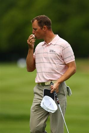 WENTWORTH, ENGLAND - MAY 21:  Niclas Fasth of Sweden kisses the ball after he sinks his putt on the 18th hole during First Round of the BMW PGA Championship at Wentworth on May 21, 2009 in Virginia Water, England.  (Photo by Ian Walton/Getty Images)