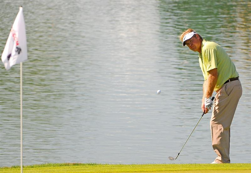 SCOTTSDALE, AZ - OCTOBER 24:  Richard Johnson chips to the 18th green after two approach shots in the water during the second round of  the Fry's.Com Open held at Grayhawk Golf Club on October 24, 2008 in Scottsdale, Arizona. (Photo by Marc Feldman/Getty Images)