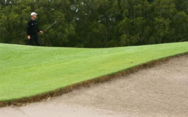 SYDNEY, AUSTRALIA - DECEMBER 11:  John Senden of Australia putts on the 17th hole during the first round of the 2008 Australian Open at The Royal Sydney Golf Club on December 11, 2008 in Sydney, Australia.  (Photo by Mark Nolan/Getty Images)