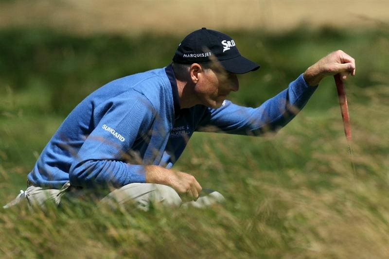 PEBBLE BEACH, CA - JUNE 17:  Jim Furyk lines up a putt on the second hole during the first round of the 110th U.S. Open at Pebble Beach Golf Links on June 17, 2010 in Pebble Beach, California.  (Photo by Stephen Dunn/Getty Images)
