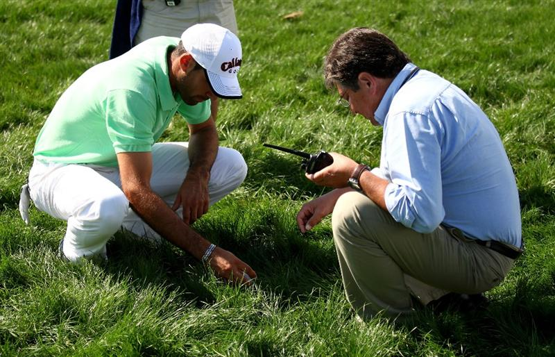 VILAMOURA, PORTUGAL - OCTOBER 18:  Alvaro Quiros of Spain gets a ruling to identify his ball in the deep rough on the 3rd during the third round of the Portugal Masters at the Oceanico Victoria Golf Course on October 18, 2008 in Vilamoura, Portugal.  (Photo by Richard Heathcote/Getty Images)
