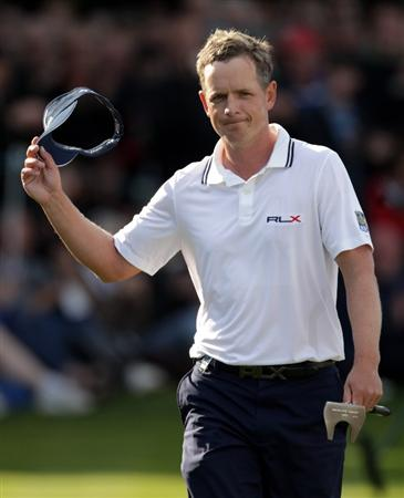 VIRGINIA WATER, ENGLAND - MAY 29:  Luke Donald of England aknowledges the crowd as he walks onto the 18th green during the final round of the BMW PGA Championship  at the Wentworth Club on May 29, 2011 in Virginia Water, England.  (Photo by Ross Kinnaird/Getty Images)