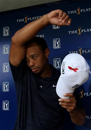 PONTE VEDRA BEACH, FL - MAY 12:  Tiger Woods wipes his face while addressing the media after withdrawing on the ninth hole during the first round of THE PLAYERS Championship held at THE PLAYERS Stadium course at TPC Sawgrass on May 12, 2011 in Ponte Vedra Beach, Florida. Woods shot a 42 on the front nine holes and has been recovering from a knee and achilles injury.  (Photo by Streeter Lecka/Getty Images)