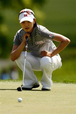 BETHLEHEM, PA - JULY 09:  Na Yeon Choi of South Korea lines up a putt on the 15th hole during the first round of the 2009 U.S. Women's Open at Saucon Valley Country Club on July 9, 2009 in Bethlehem, Pennsylvania.  (Photo by Chris Graythen/Getty Images)