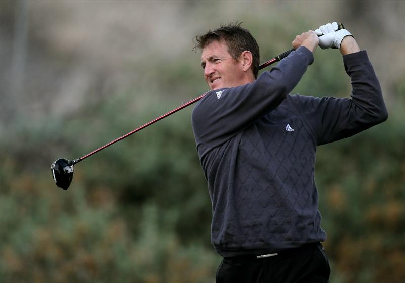 LA QUITNA, CA - JANUARY 22: Greg Owen of England hits his tee shot on the fifth hole on the Nicklaus Private Course at PGA West during the second round of the Bob Hope Classic on January 22, 2010 in La Quinta, California. (Photo by Stephen Dunn/Getty Images)