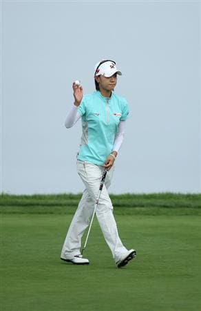 LA JOLLA, CA - SEPTEMBER 19:  Na Yeon Choi of South Korea acknowledges the crowd after her putt on the 4th green during the third round of the LPGA Samsung World Championship on September 19, 2009 at Torrey Pines Golf Course in La Jolla, California.  (Photo By Donald Miralle/Getty Images)