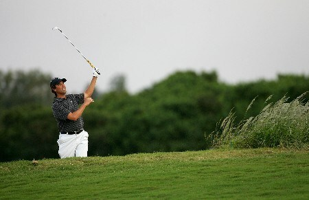 KAPALUA, HI - JANUARY 05:  Stephen Ames hits out of the bunker on the 12th hole during the third round of the Mercedes-Benz Championship at the Plantation Course on January 5, 2008 in Kapalua, Maui, Hawaii.  (Photo by Jonathan Ferrey/Getty Images)