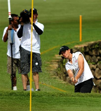 KUALA LUMPUR, MALAYSIA - OCTOBER 24 : Juli Inkster of USA hits out of the bunker on the 18th hole during the Final Round of the Sime Darby LPGA on October 24, 2010 at the Kuala Lumpur Golf and Country Club in Kuala Lumpur, Malaysia. (Photo by Stanley Chou/Getty Images)