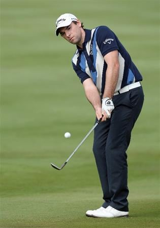 ABU DHABI, UNITED ARAB EMIRATES - JANUARY 16:  Oliver Wilson of England hits his third shot at the 2nd hole during the second round of the Abu Dhabi Golf Championship held at the Abu Dhabi Golf Club on January 16, 2009 in Abu Dhabi, United Arab Emirates  (Photo by David Cannon/Getty Images)