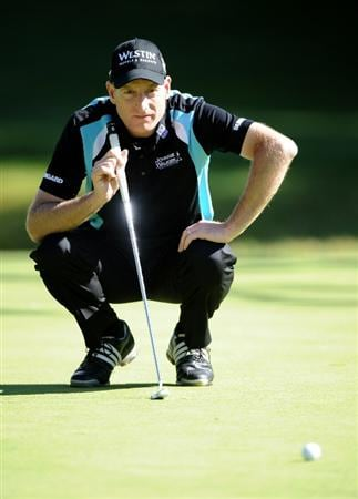 PACIFIC PALISADES, CA - FEBRUARY 17:  Jim Furyk lines up a putt on the 12th hole during the first round of the Northern Trust Open at the Riviera Country Club on February 17, 2011 in Pacific Palisades, California.  (Photo by Harry How/Getty Images)