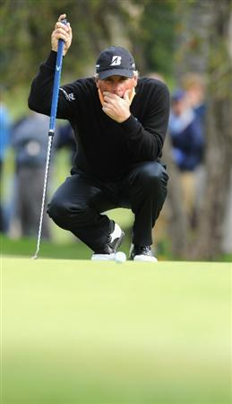 PACIFIC PALISADES, CA - FEBRUARY 18:  Fred Couples ponders his putt on the 10th hole during the second round of the Northern Trust Open at Riviera Country Club on February 18, 2011 in Pacific Palisades, California.  (Photo by Stuart Franklin/Getty Images)