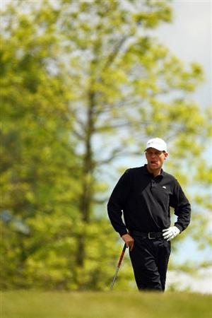 WENTWORTH, ENGLAND - MAY 22:  Anders Hansen of Denmark prepares to play a shot on the 1st hole during the Second Round of the BMW PGA Championship at Wentworth on May 22, 2009 in Virginia Water, England.  (Photo by Ian Walton/Getty Images)