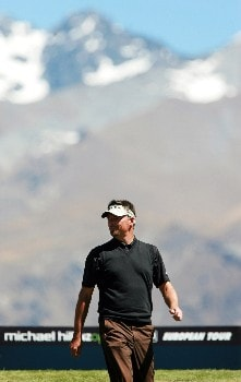 QUEENSTOWN, NEW ZEALAND - NOVEMBER 30:  Gary Simpson of Australia walks from the 3rd tee during the second round of the New Zealand Open on November 30, 2007 in Queenstown, New Zealand  (Photo by Sandra Mu/Getty Images)