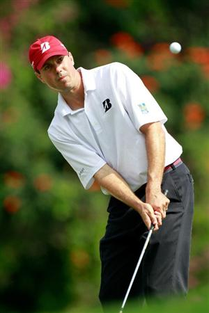 HONOLULU, HI - JANUARY 16:  Matt Kuchar plays a shot on the 5th hole during the final round of the Sony Open at Waialae Country Club on January 16, 2011 in Honolulu, Hawaii.  (Photo by Sam Greenwood/Getty Images)