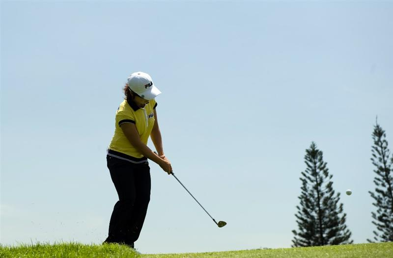 SINGAPORE - MARCH 06:  Eun-Hee Ji of South Korea chips during the second round of HSBC Women's Champions at the Tanah Merah Country Club on March 6, 2009 in Singapore.  (Photo by Victor Fraile/Getty Images)