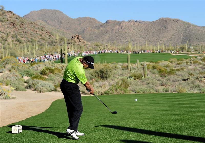 MARANA, AZ - FEBRUARY 19:  Retief Goosen of South Africa plays his tee shot on the 18th hole during round three of the Accenture Match Play Championship at the Ritz-Carlton Golf Club on February 19, 2010 in Marana, Arizona.  (Photo by Stuart Franklin/Getty Images)