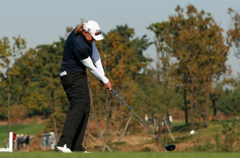INCHEON, SOUTH KOREA - OCTOBER 29:  Katherine Hull of Australia hits a tee shot on the second hole during the 2010 LPGA Hana Bank Championship at Sky 72 golf club on October 29, 2010 in Incheon, South Korea.  (Photo by Chung Sung-Jun/Getty Images)