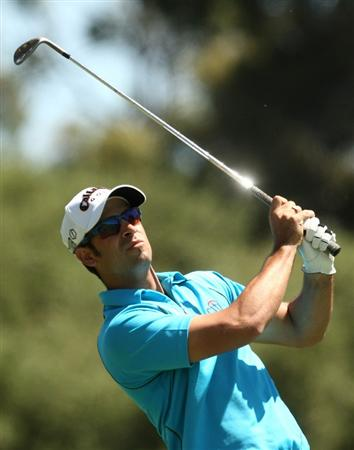 MELBOURNE, AUSTRALIA - NOVEMBER 13:  James Nitties of Australia plays an approach shot on the 6th hole during round two of the 2009 Australian Masters at Kingston Heath Golf Club on November 13, 2009 in Melbourne, Australia.  (Photo by Quinn Rooney/Getty Images)