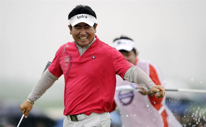 SUZHOU, CHINA - APRIL 18:  Y.E. Yang of Korea celebrates after winning the Volvo China Open on April 18, 2010 in Suzhou, China.  (Photo by Victor Fraile/Getty Images)