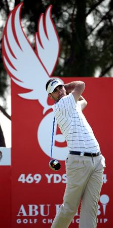 ABU DHABI, UNITED ARAB EMIRATES - JANUARY 23:  Alvaro Quiros of Spain watches his tee-shot on the fifth hole during the third round of The Abu Dhabi Golf Championship at Abu Dhabi Golf Club on January 23, 2010 in Abu Dhabi, United Arab Emirates.  (Photo by Andrew Redington/Getty Images)