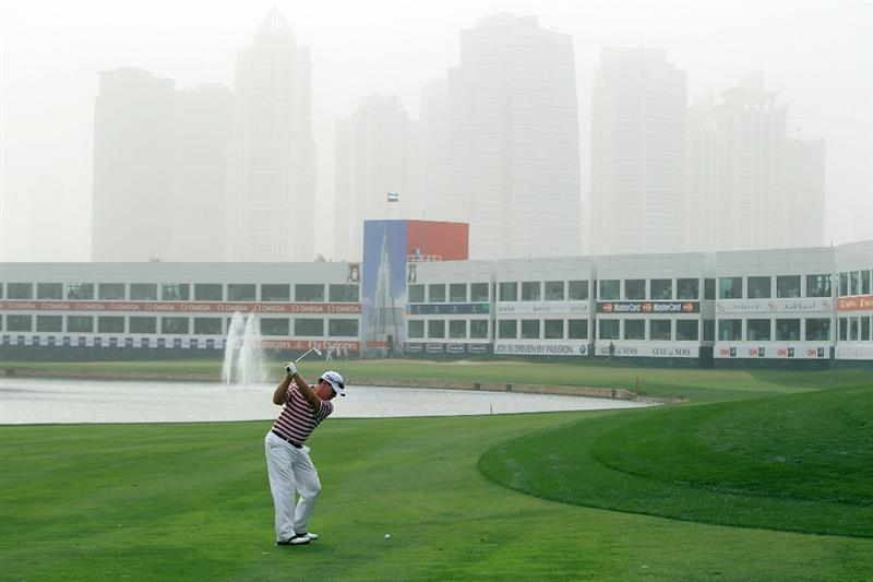 DUBAI, UNITED ARAB EMIRATES - FEBRUARY 04: Tom Watson of the USA plays his second shot to the par 4, 9th hole during the first round of the 2010 Omega Dubai Desert Classic on the Majilis Course at the Emirates Golf Club on February 4, 2010 in Dubai, United Arab Emirates.  (Photo by David Cannon/Getty Images)