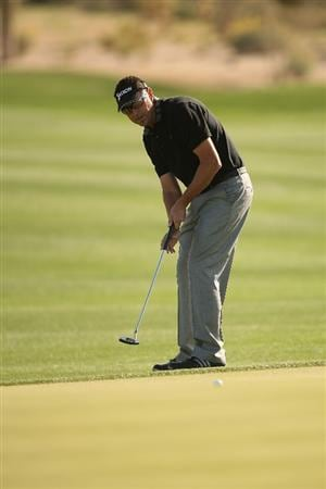 MARANA, AZ - FEBRUARY 18:  Robert Allenby of Australia plays a shot on the second hole during round two of the Accenture Match Play Championship at the Ritz-Carlton Golf Club on February 18, 2010 in Marana, Arizona.  (Photo by Darren Carroll/Getty Images)