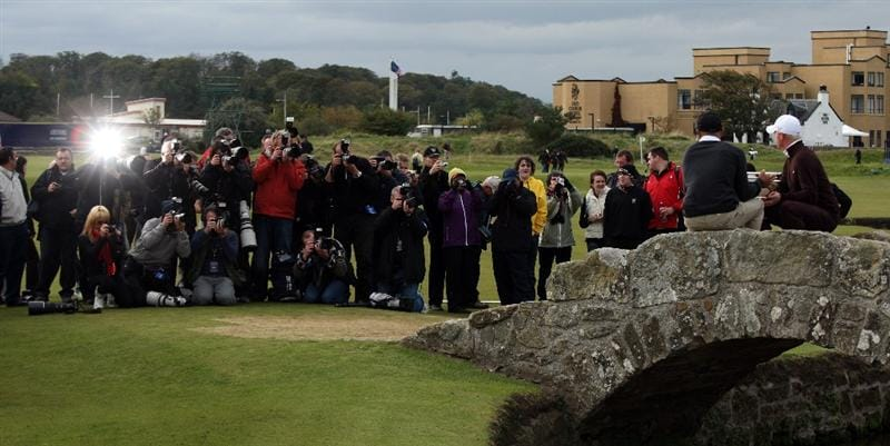 ST ANDREWS, SCOTLAND - OCTOBER 05:  Simon Dyson of England and his playing partner Kelly Sltaer hold the trophy aloft after victory at the The Alfred Dunhill Links Championship at The Old Course on October 5, 2009 in St.Andrews, Scotland.  (Photo by David Cannon/Getty Images)
